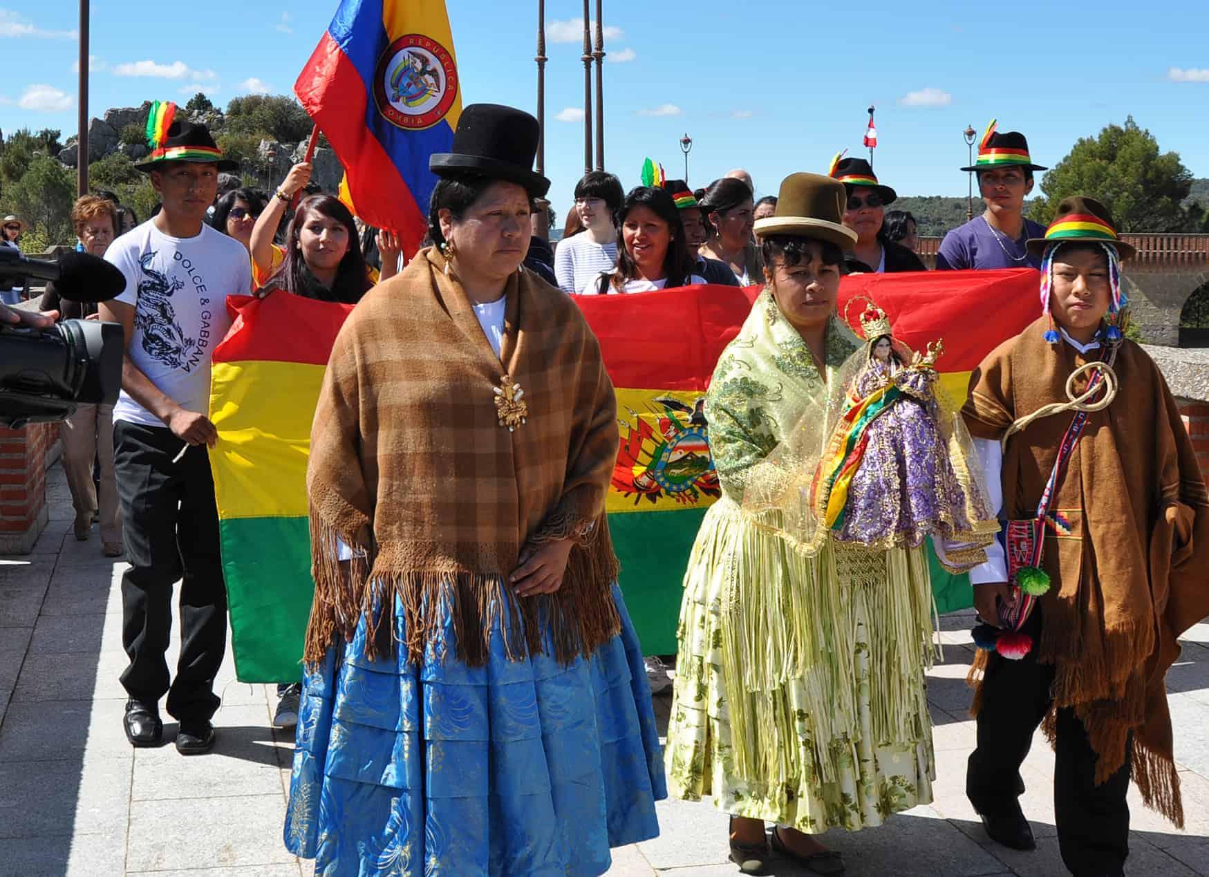 procesion_con_la_virgen_de_urkupina_bolivia.jpg