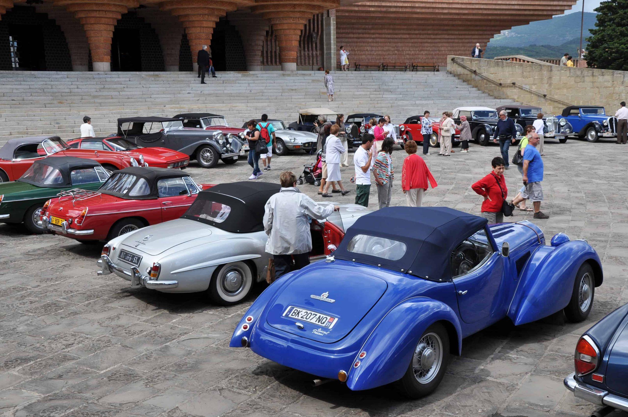 coches_clasicos_de_francia_en_torreciudad.jpg