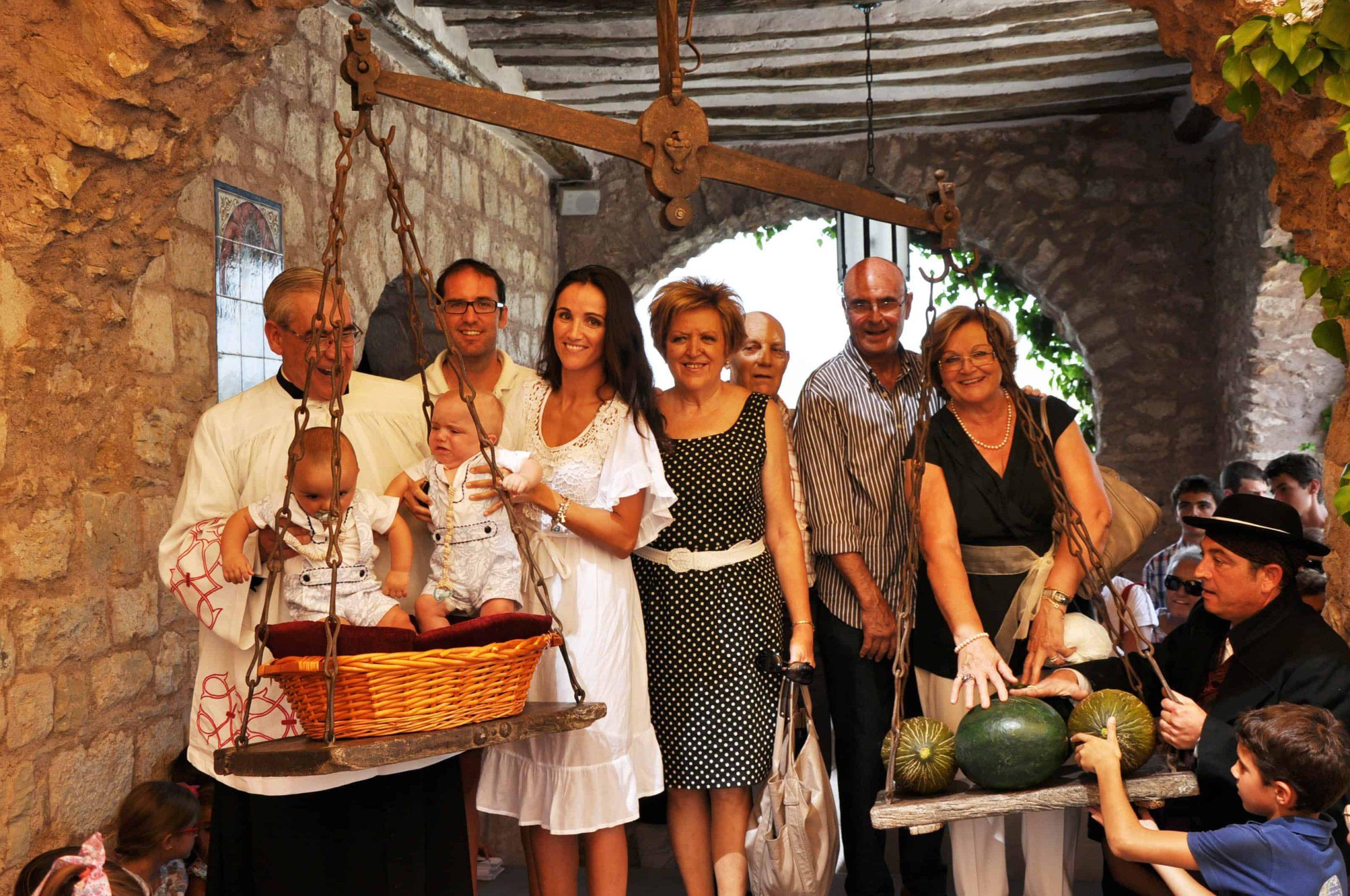 familia_salinas_de_barbastro_en_la_fiesta_de_la_virgen_de_torreciudad.jpg
